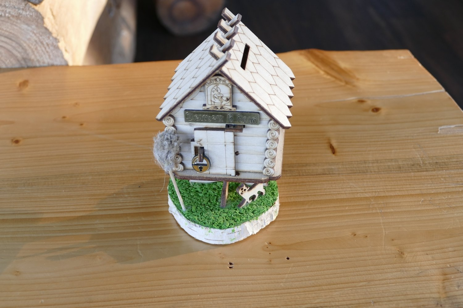 Baba Yaga's magic small house (and Coin box​)