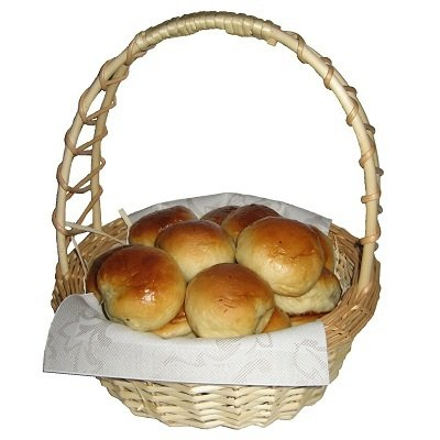 Gift basket with pirozhki