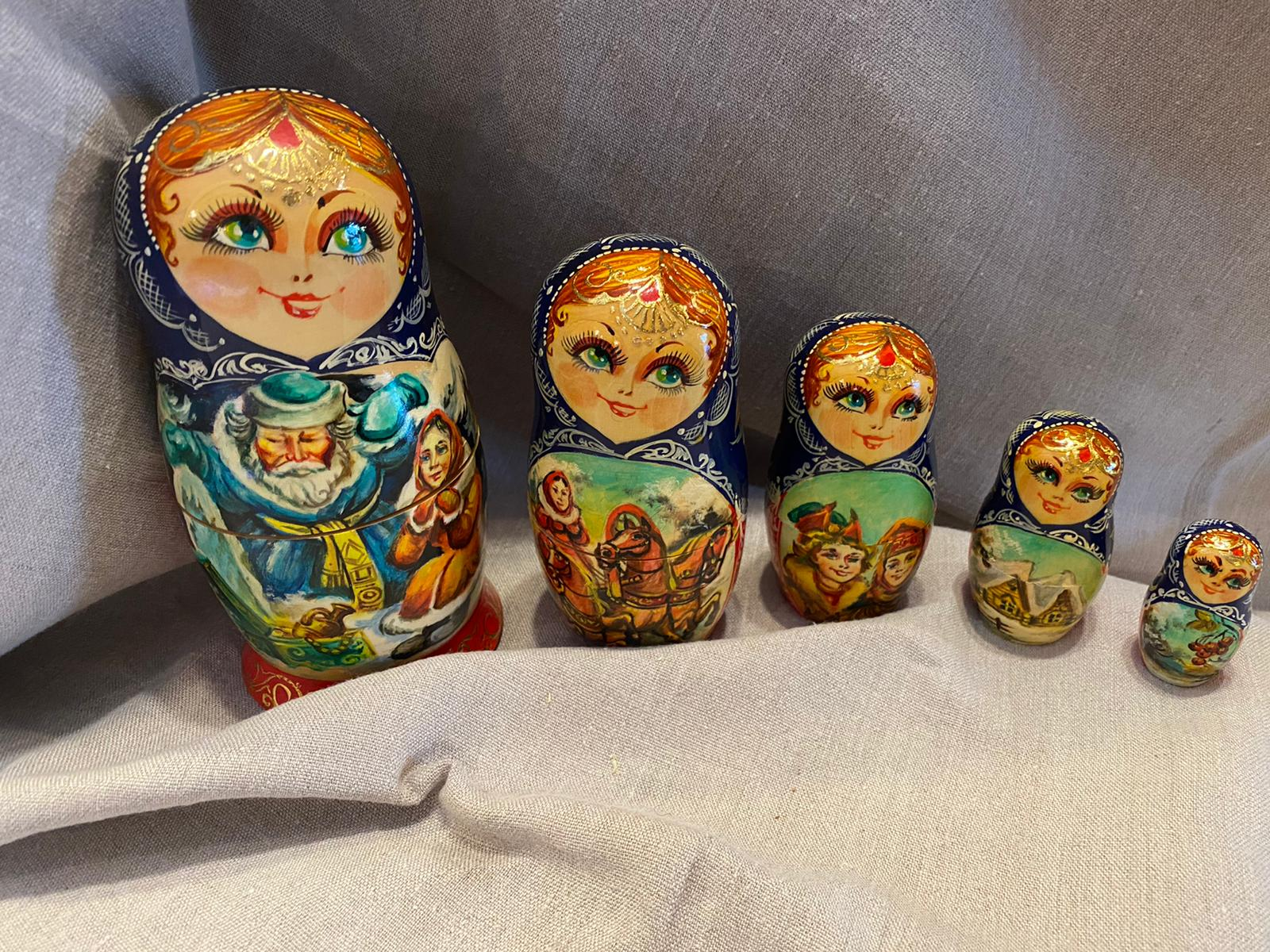Matryoshka nesting doll (red and blue)