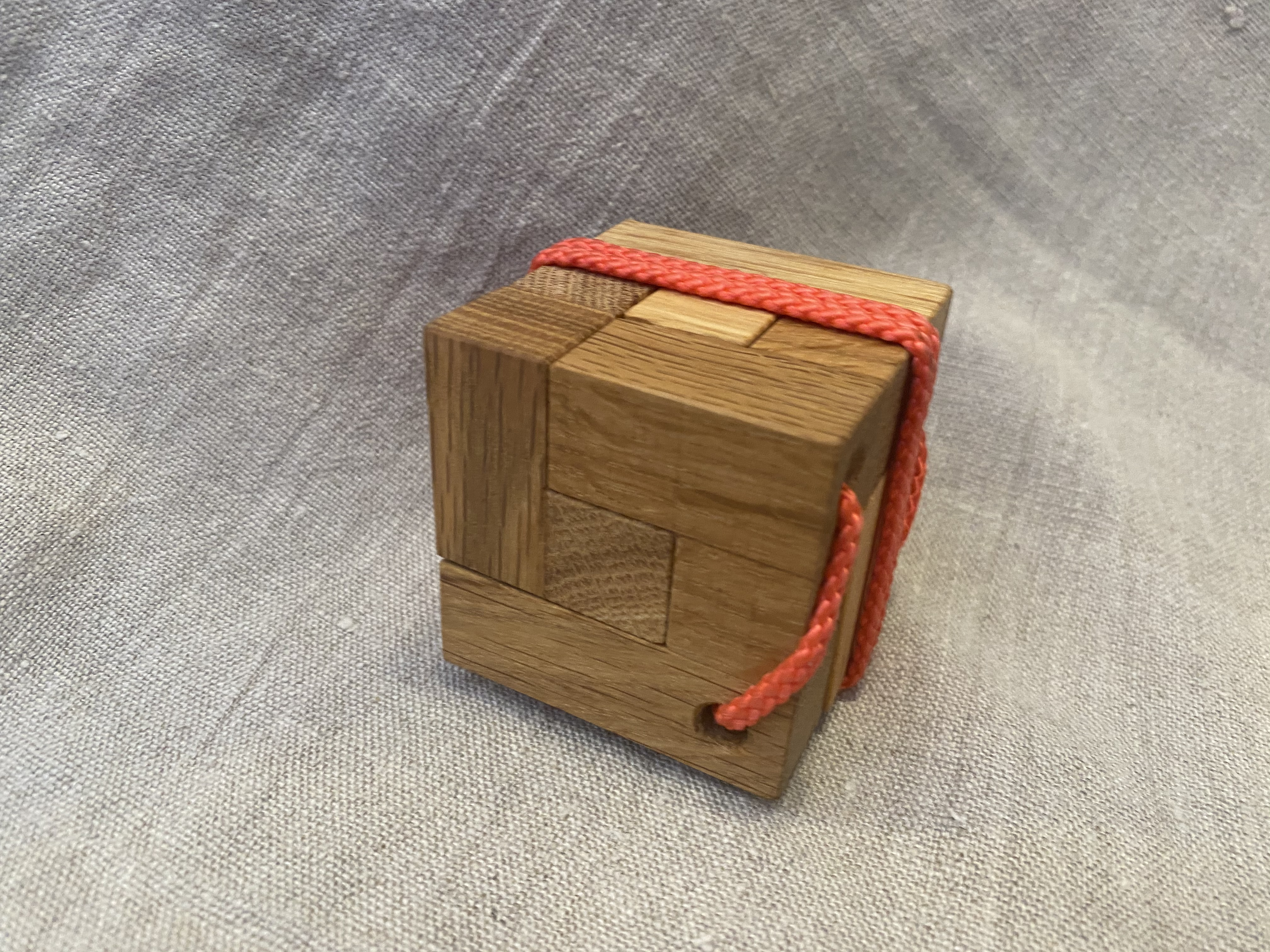 Cube on the ropes (Cube for travellers)